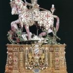 Sant Jordi a cavall blandeix l'espasa sobre el dragó (qualunque 1585)