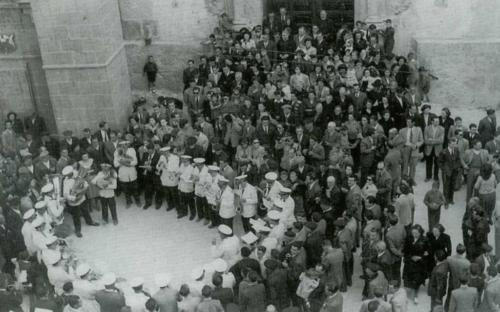 1951-04-22, Àngelus i volteig de campanes