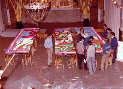 1985-04-22, Mit Blumen