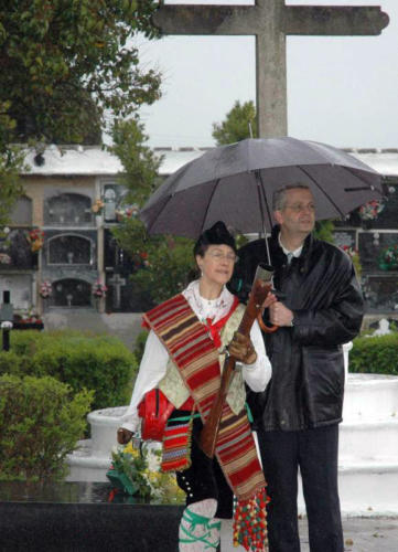 2011-05-02, Salves al cementeri