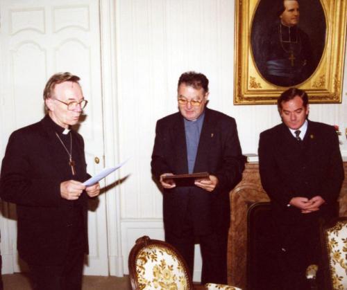 2000-10-10, Viagem a Lourdes sino