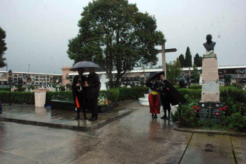 2011-05-02, Salvas al cementerio